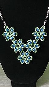 Náhrdelníky - Zelený kvietkovaný náhrdelník - 9260432_