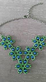 Náhrdelníky - Zelený kvietkovaný náhrdelník - 9260434_