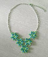 Náhrdelníky - Zelený kvietkovaný náhrdelník - 9260460_