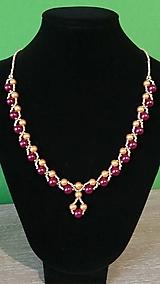 Náhrdelníky - Elegantný bordovo-zlatý náhrdelník - 9260699_