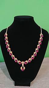 Náhrdelníky - Elegantný bordovo-zlatý náhrdelník - 9260700_