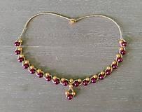 Náhrdelníky - Elegantný bordovo-zlatý náhrdelník - 9260701_