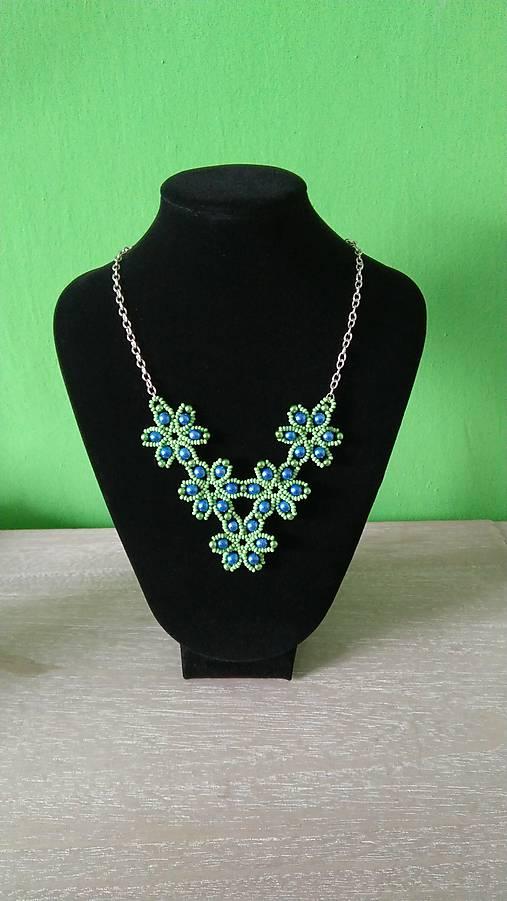 Zelený kvietkovaný náhrdelník