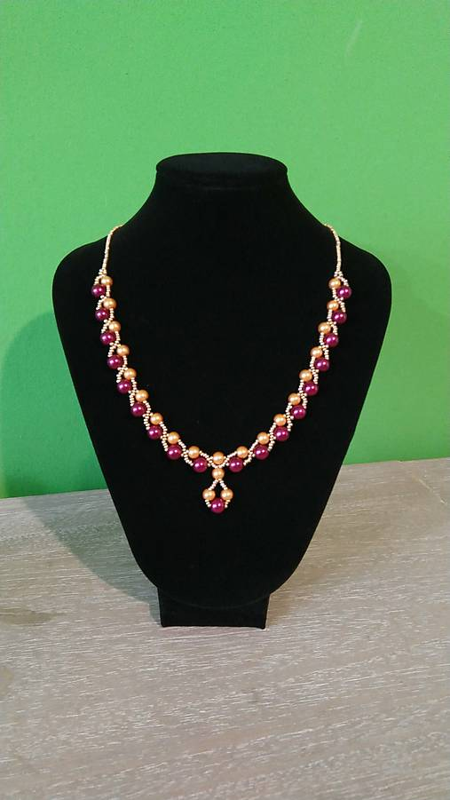 Elegantný bordovo-zlatý náhrdelník