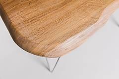 Nábytok - Konferenčný stolík s bielymi kovovými nožičkami - 9260802_