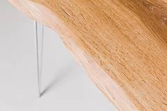 Nábytok - Konferenčný stolík s bielymi kovovými nožičkami - 9260803_