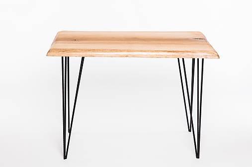 Konferenčný stolík s čiernymi kovovými nožičkami