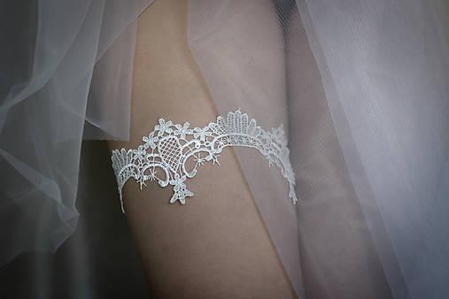 7ea596cba892 Biely svadobný podväzok pre nevestu   CameliaBlanca - SAShE.sk ...