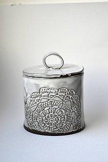 Nádoby - Čipkovaná keramická dóza (Biela) - 9257923_