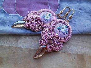 Náušnice - Romantické šujtášové náušničky (Ružové s lístočky) - 9261119_