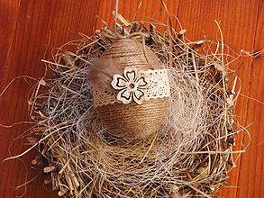 Dekorácie - Veľkonočné vajíčko s perím a kvietkom 10cm - 9260119_