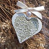 Darčeky pre svadobčanov - Keramické srdiečka s kvetinkami - zlaté - 9257909_