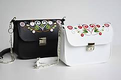 Kabelky - LEA kabelka vyšívaná (biela) - 9268045_