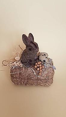 Dekorácie - prírodná veľkonočná dekorácia zajačik na sene - 9263737_