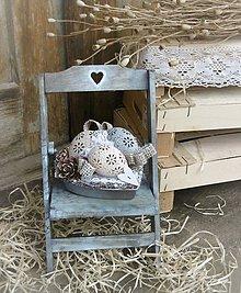 Dekorácie - Veľkonočná dekorácia na drevenej stoličke - 9272671_