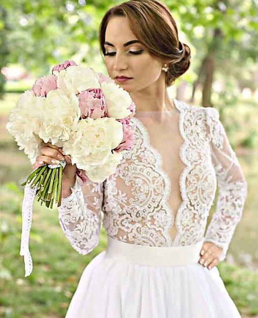 44ad0c7e0197 Svadobné šaty s dlhým rukávom s vyšívanou krajkou a saténom   MO.IE ...