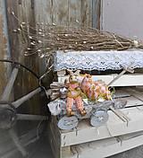 Dekorácie - Veľkonočná dekorácia so zajačikom na vozíku - 9277088_