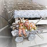 Dekorácie - Veľkonočná dekorácia so zajačikom na vozíku - 9277150_