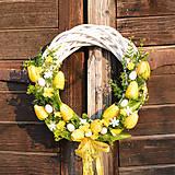 Dekorácie - Veľkonočný veniec s tulipánmi - 9276800_