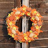 Dekorácie - Veľkonočný veniec s oranžovým perím - 9277559_