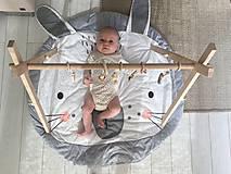 Hračky - Drevená hrazdička pre bábätko BABY GYM - 9277650_