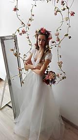 Šaty - Svadobné šaty s V výstrihom a tylovou kruhovou sukňou - 9276463_