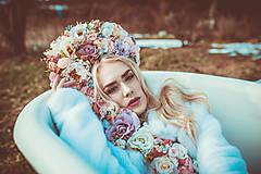 Veľká ružová kvetinová koruna