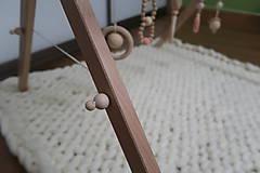 Hračky - Drevená hrazdička pre bábätko BABY GYM - 9285278_