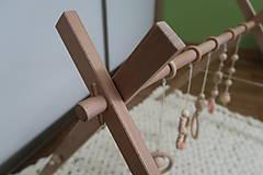 Hračky - Drevená hrazdička pre bábätko BABY GYM - 9285283_
