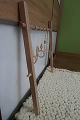 Hračky - Drevená hrazdička pre bábätko BABY GYM - 9285292_