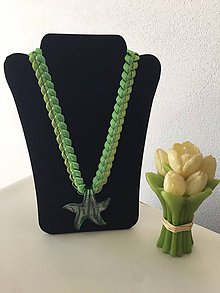 Náhrdelníky - Náhrdelník zo saténových stužiek: morská hviezdica - zelená (Zelená) - 9289411_