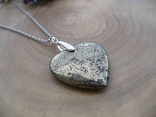 Veľké 3d srdce z Pyritu   24nika - SAShE.sk - Handmade Náhrdelníky cce3a9dbc10
