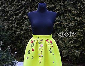 Sukne - Žltá skladaná sukňa s výšivkami - 9289814_