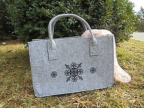 Kabelky - Filcová kabelka s výšivkou - 9291777_
