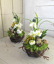 Dekorácie - Jarná dekorácia hniezdo (púčiky) - 9292494_