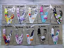 Detské doplnky - Šnúrka na dudlík - veľa farieb  (Priesvitný s pierkami) - 9293756_