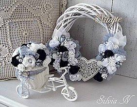 Dekorácie - Veniec a bicykel,ruže zo stúh. - 9290303_