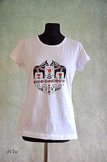 Tričká - Folklórne koníky - ručne maľované tričko (biele) - 9293389_