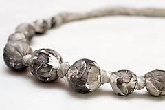 Hodvábny náhrdelník.