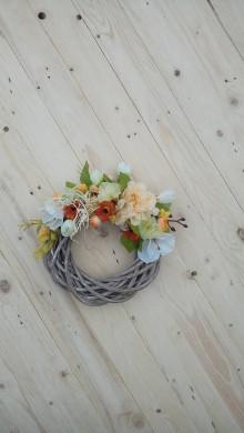 Dekorácie - Kvetinový veniec na dvere - 9294499_