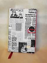Papiernictvo - Obal na knihu novinový vzor + červená - 9297652_