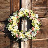 Dekorácie - Venček na dvere s kosatcami - 9296385_