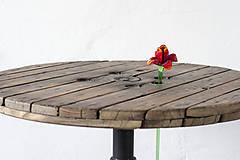 Nábytok - Stolík zo špulky na káble s liatinovou nohou - 9295517_