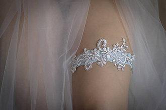 Bielizeň/Plavky - Bledomodrý svadobný podväzok - 9296579_