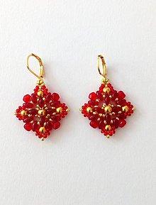 Náušnice - Červeno-zlaté korálkové náušnice - 9298677_