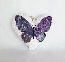 Dekorácie - Tieňový motýľ - závesná dekorácia fialová (14 cm x 13 cm) - 9305184_