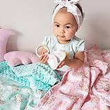Textil - Detská deka jednorožci na ružiach a mentole - 9303792_