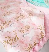 Textil - Detská deka jednorožci na ružiach a mentole - 9303794_