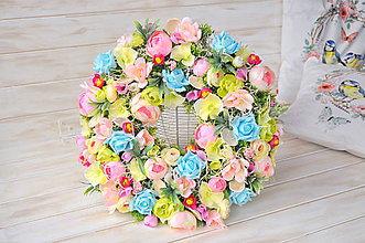 Dekorácie - kvetinový veniec - 9303677_