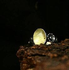 Prstene - Strieborný prsteň s olivínom - 9304926_